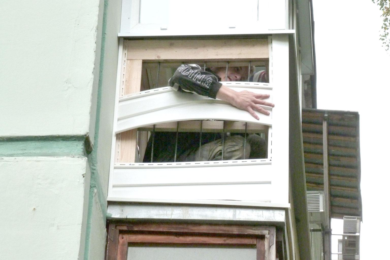 Как обшить балкон сайдингом..